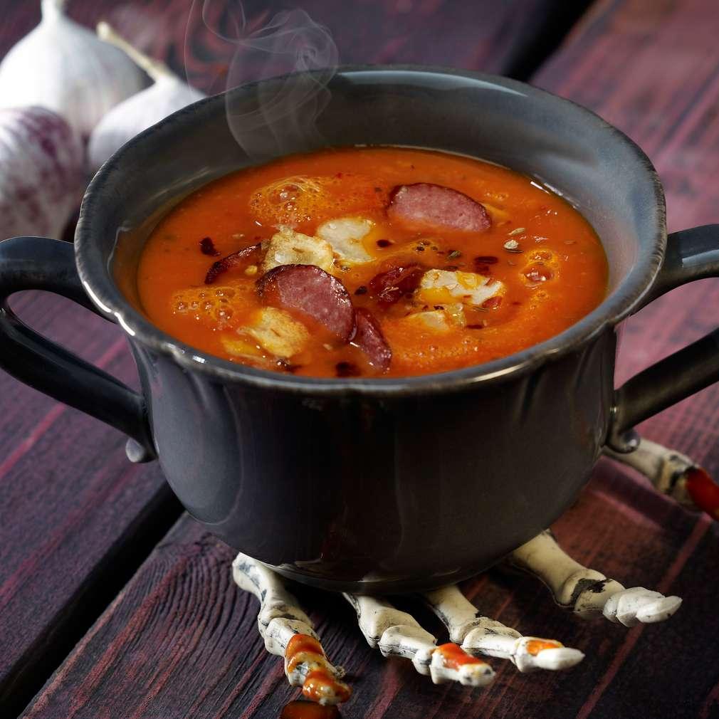Abbildung des Rezepts Blutrote Tomaten-Cremesuppe mit Knoblauchchips