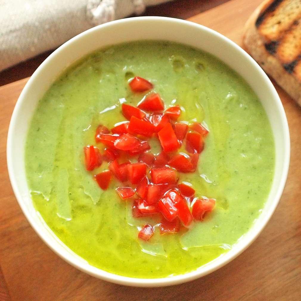 Zobrazit Vychlazená okurková polévka s avokádem receptů