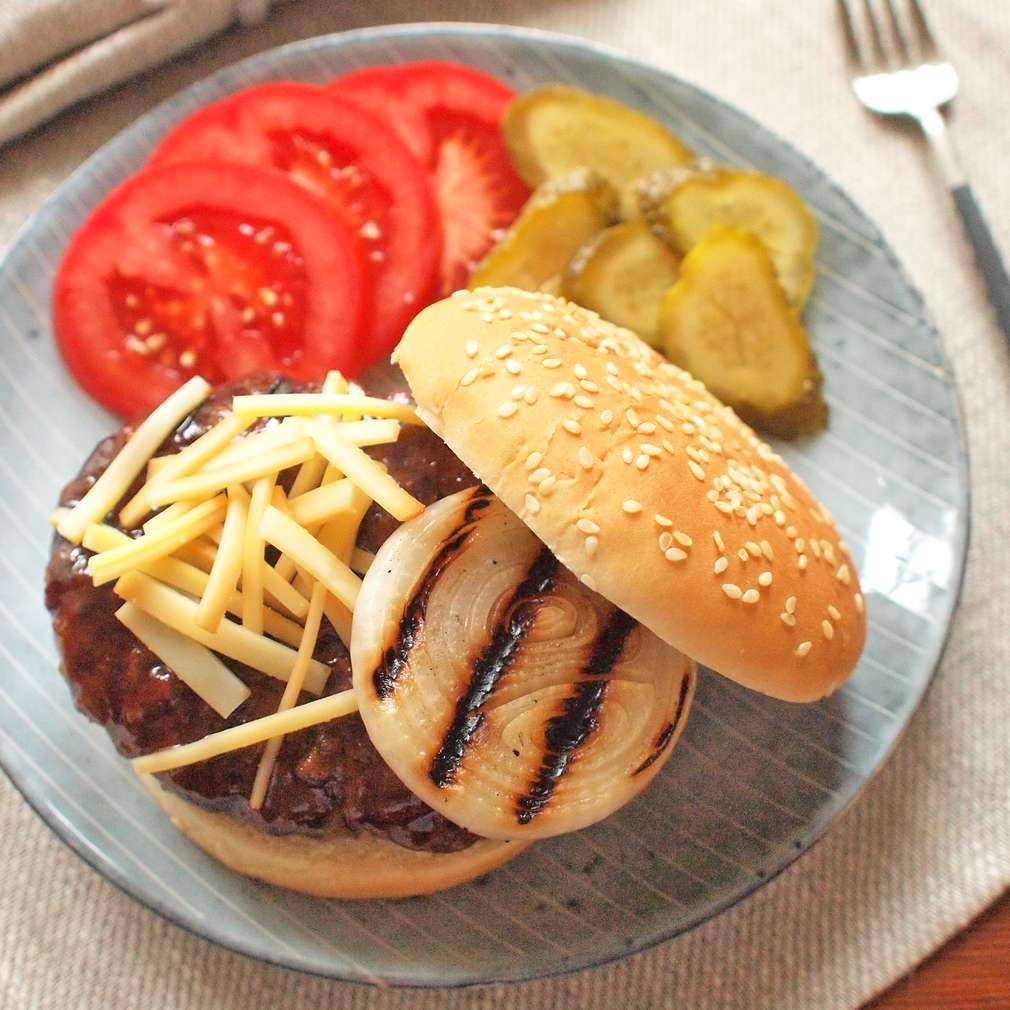 Zobrazit Burger s uzeným sýrem receptů