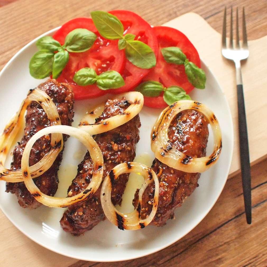 Zobrazit Pepřové čevapčiči s grilovanou cibulí receptů