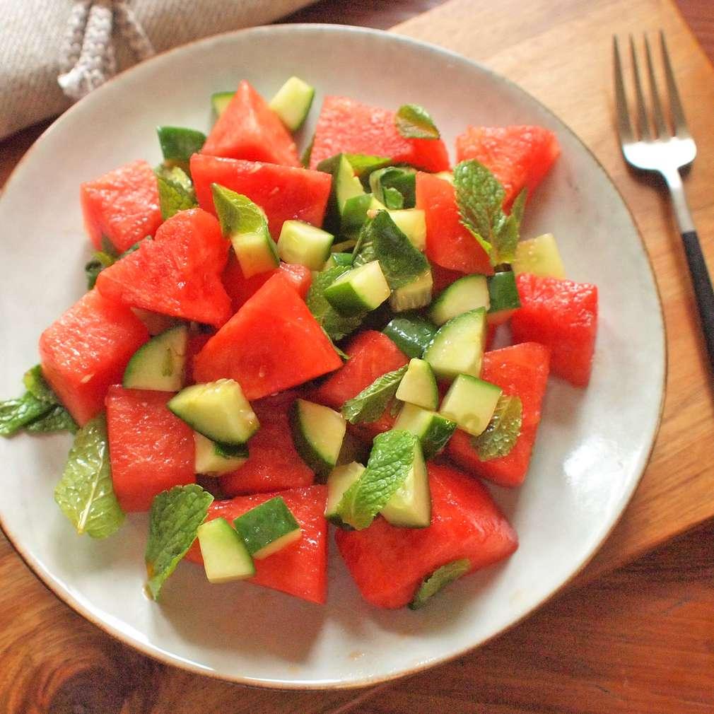 Zobrazit Melounový salát s mátovými okurkami receptů