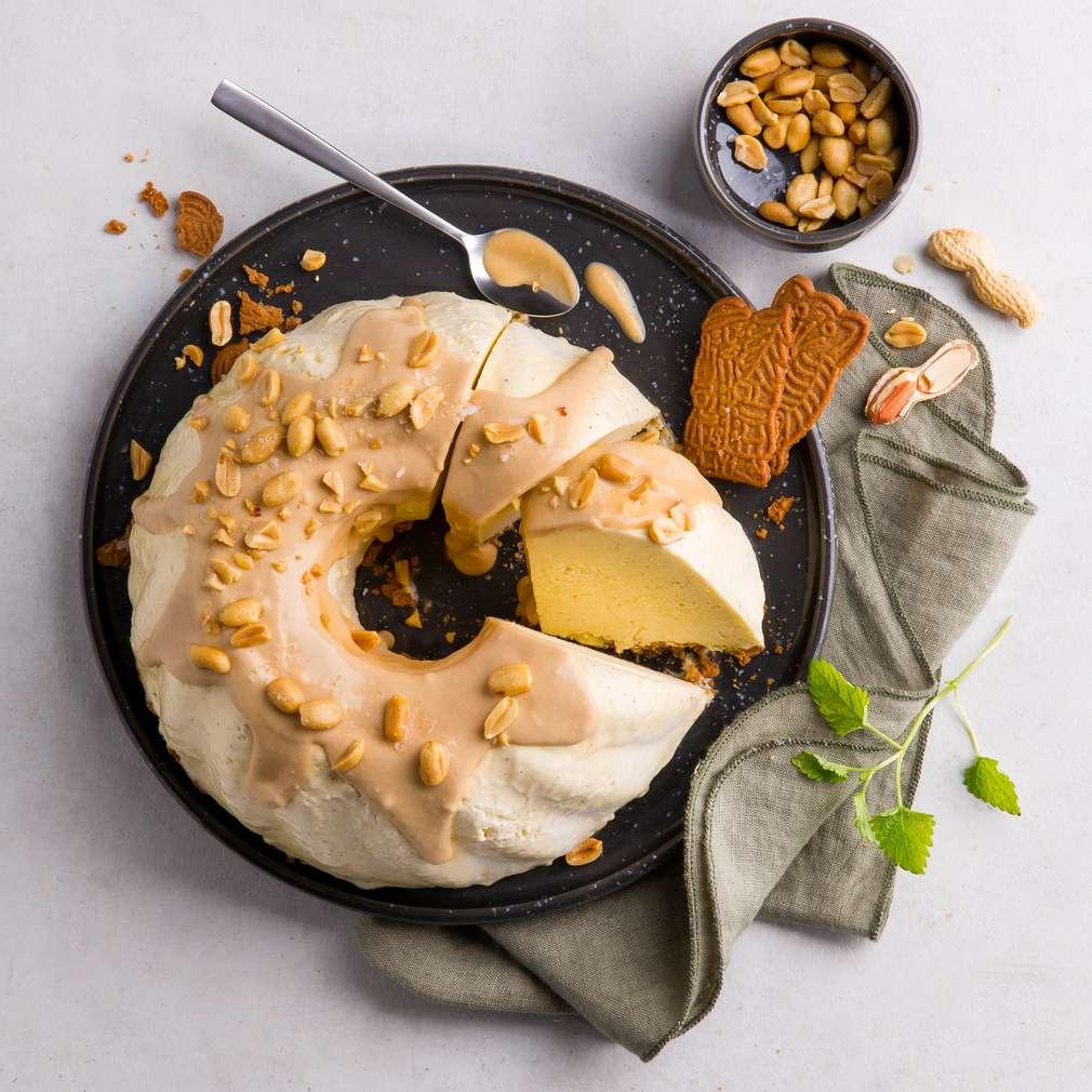 Abbildung des Rezepts Parfait-Gugelhupf mit salzigem Erdnuss-Karamell
