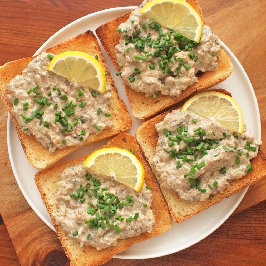 Zobrazit Rybičkové toasty se šproty receptů