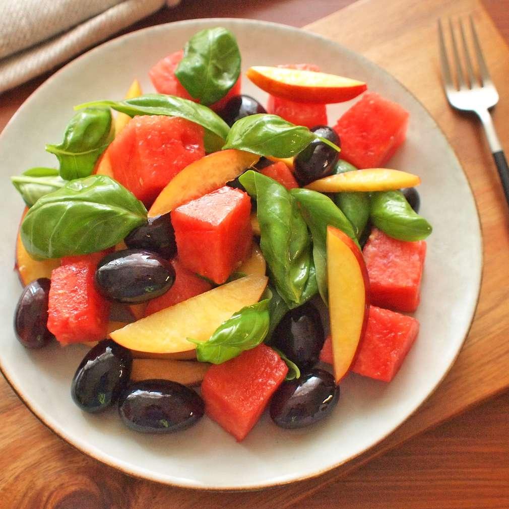 Zobrazit Melounový salát s hroznovým vínem receptů