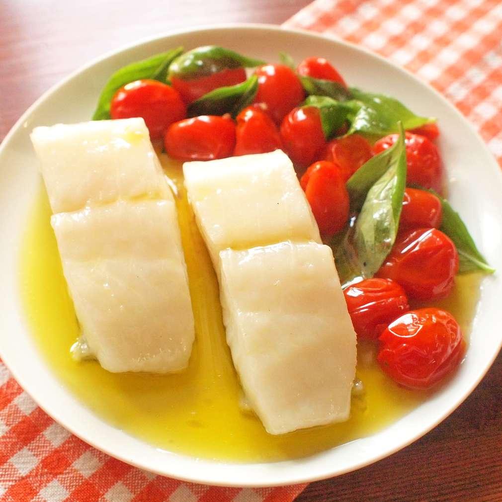 Zobrazit Pomalu pečený halibut s rajčaty a bazalkou receptů