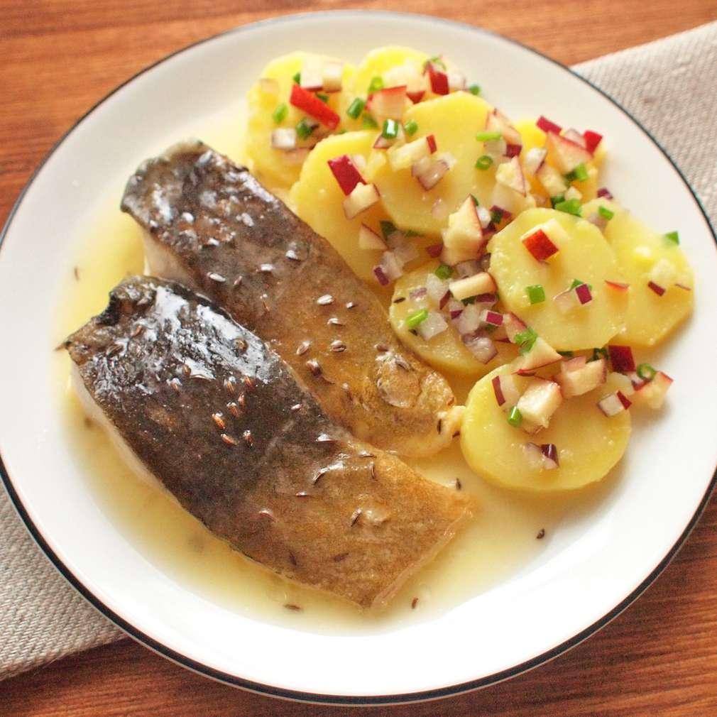 Zobrazit Kapr na másle s lehkým bramborovým salátem receptů