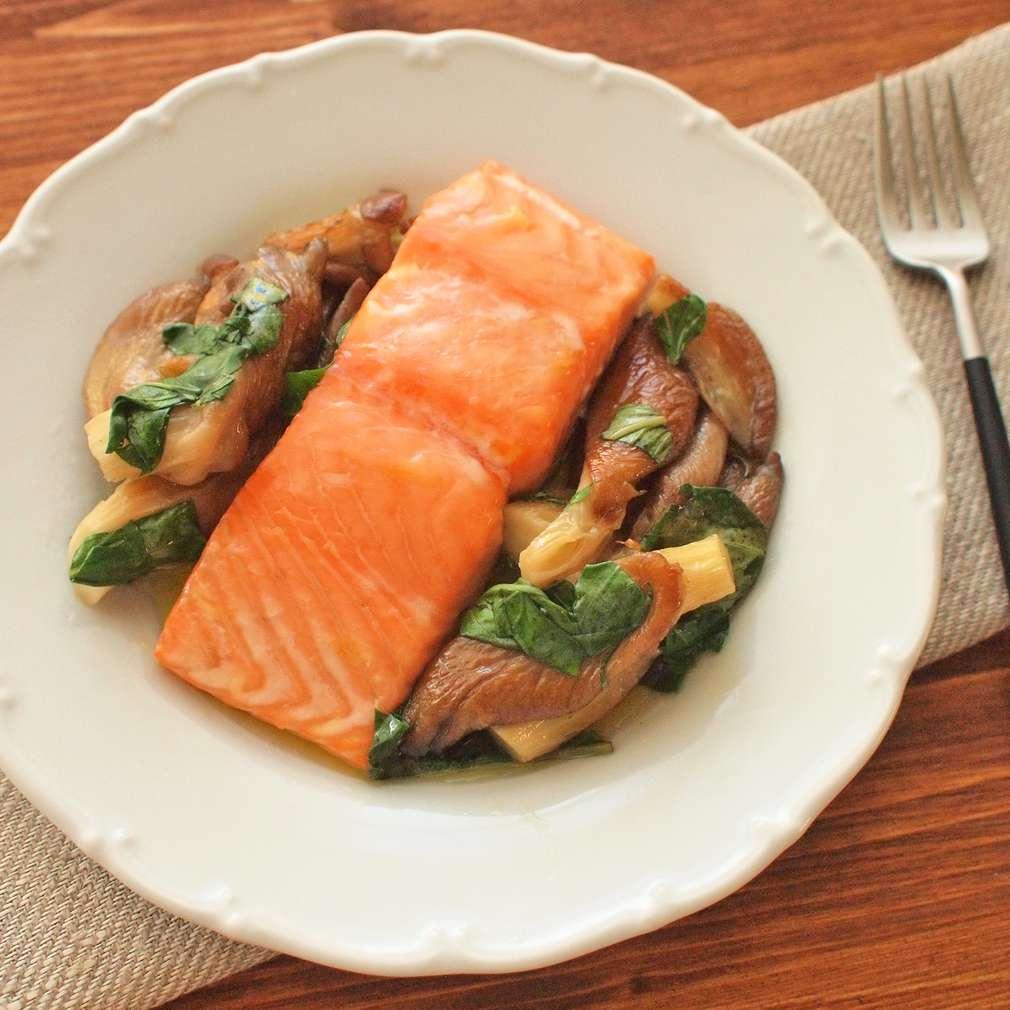 Zobrazit Pomalu pečený losos s hlívou receptů