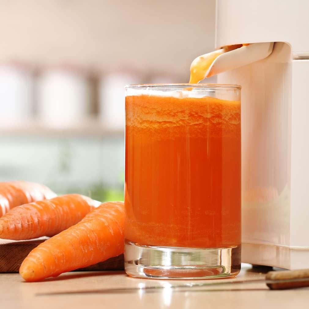 Imaginea rețetei Suc de morcov și măr