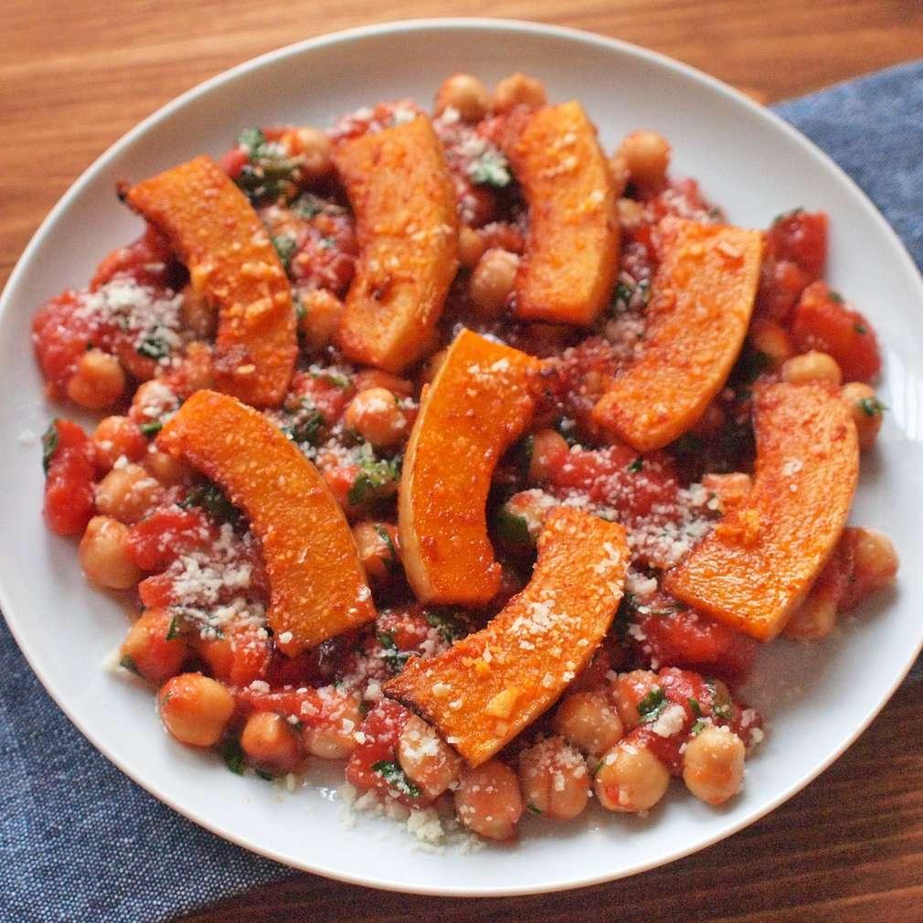 Zobrazit Cizrna s pečenou chilli dýní receptů