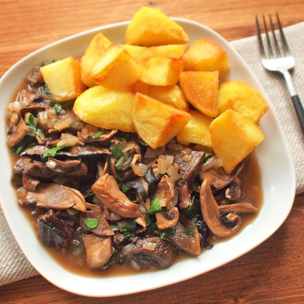 Opékané brambory s hříbky