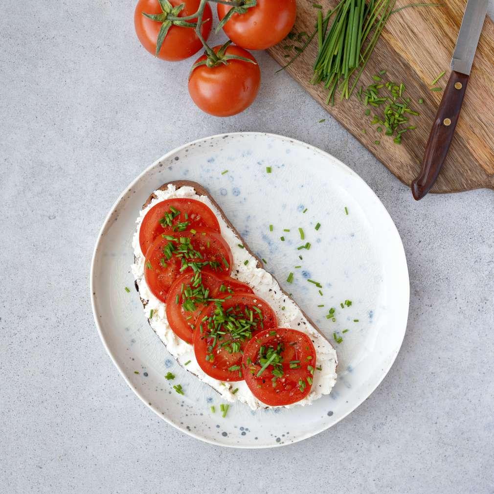 Zobrazit Žitný kváskový chléb s žervé a rajčaty receptů