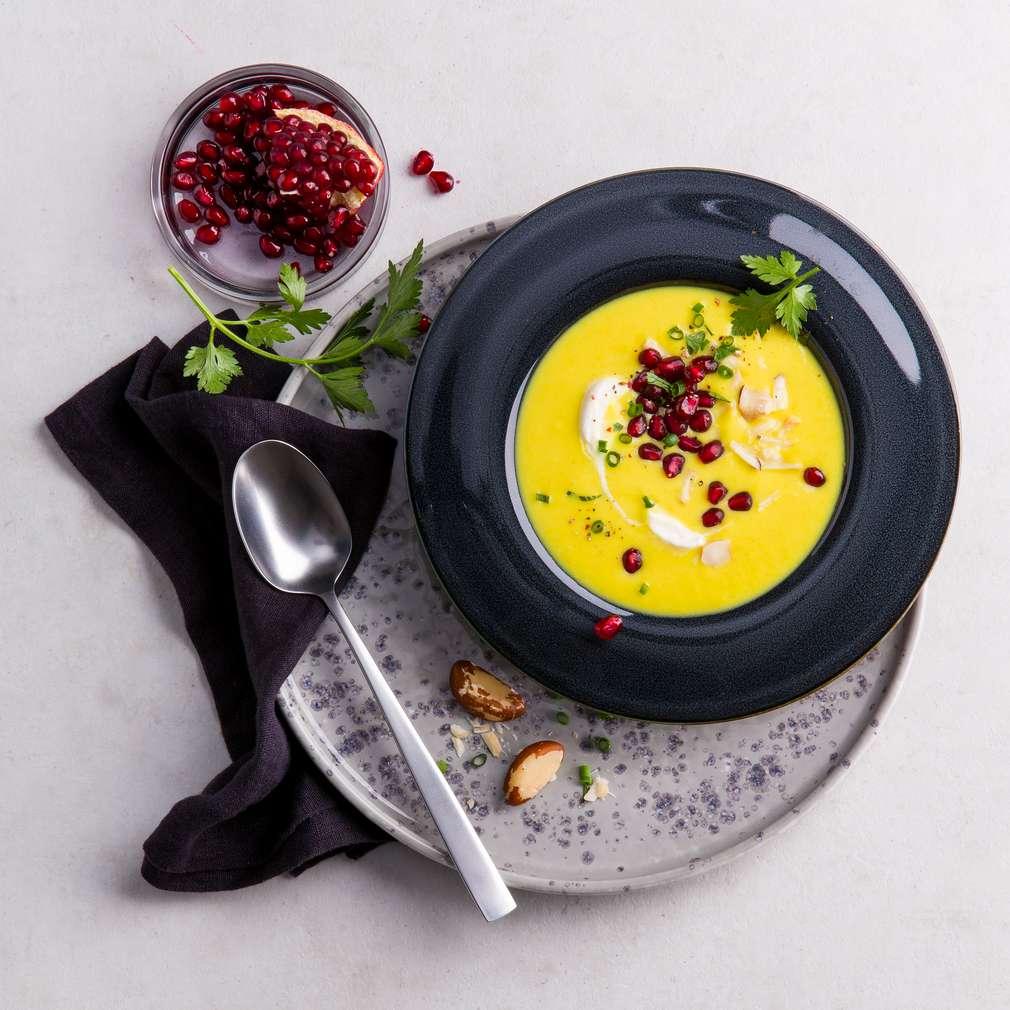 Abbildung des Rezepts Pastinaken-Senf-Suppe mit Granatapfel