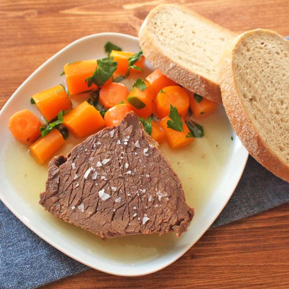 Zobrazit Pomalu tažené hovězí s mrkví receptů