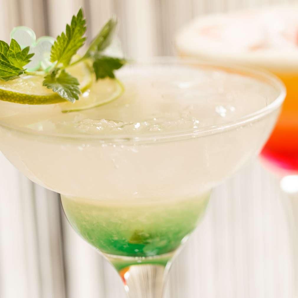 Cocktail estival de vodcă și lime