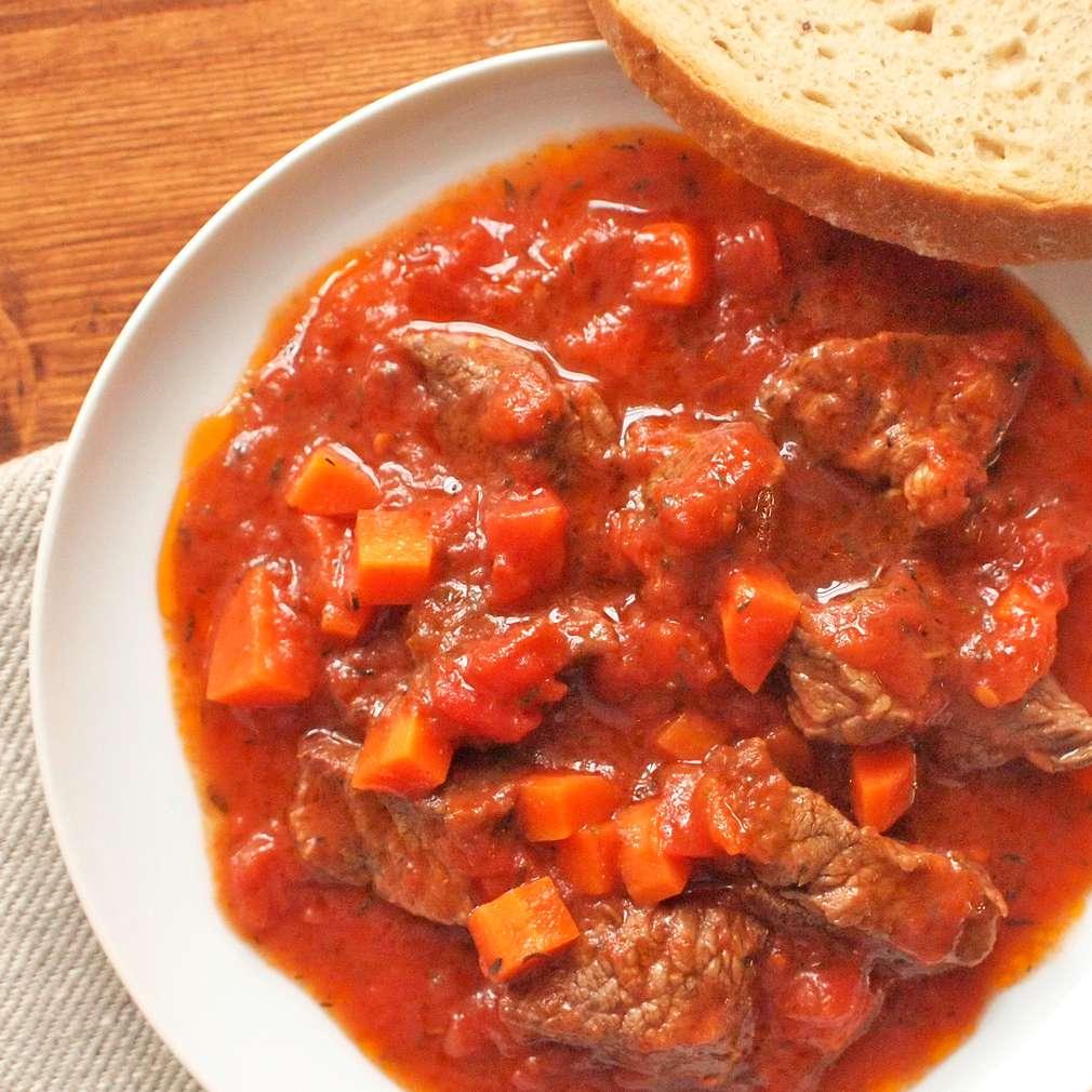 Zobrazit Dušené hovězí se skořicí a rajčaty receptů