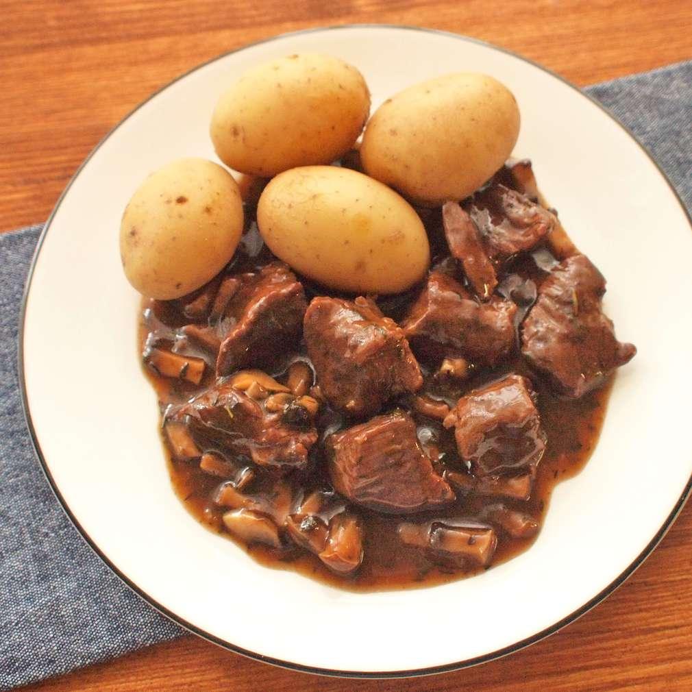 Zobrazit Dušené hovězí na tymiánu s hříbky receptů