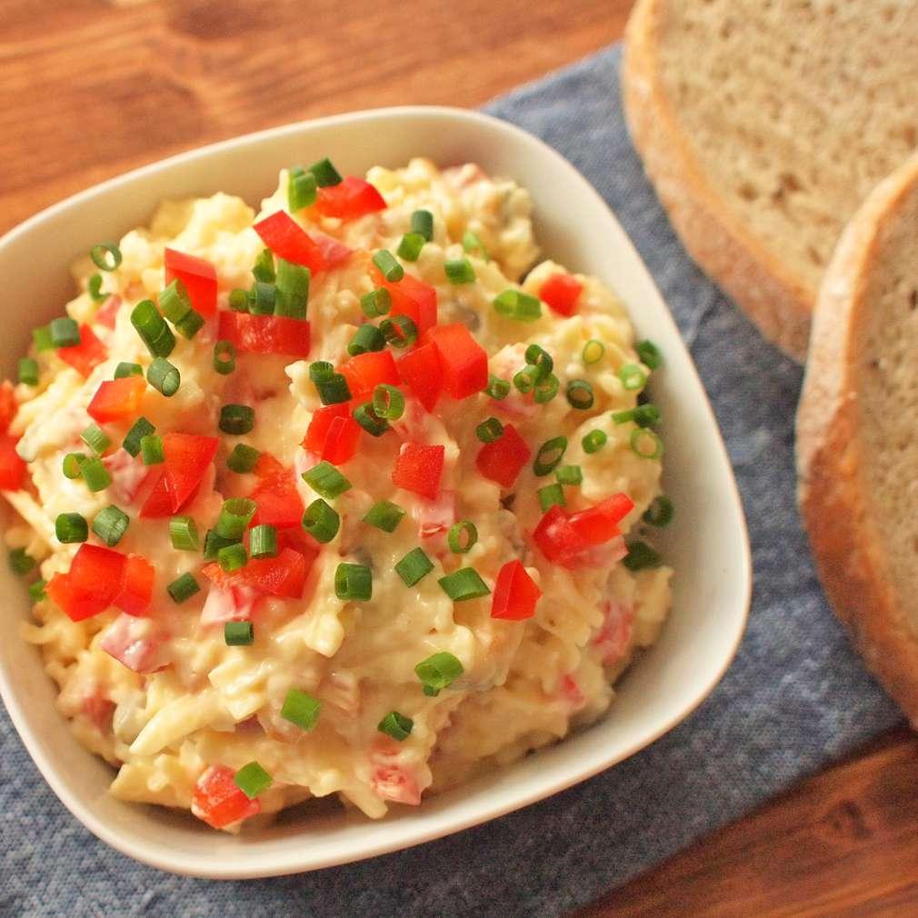Zobrazit Pomazánka z uzeného sýra receptů
