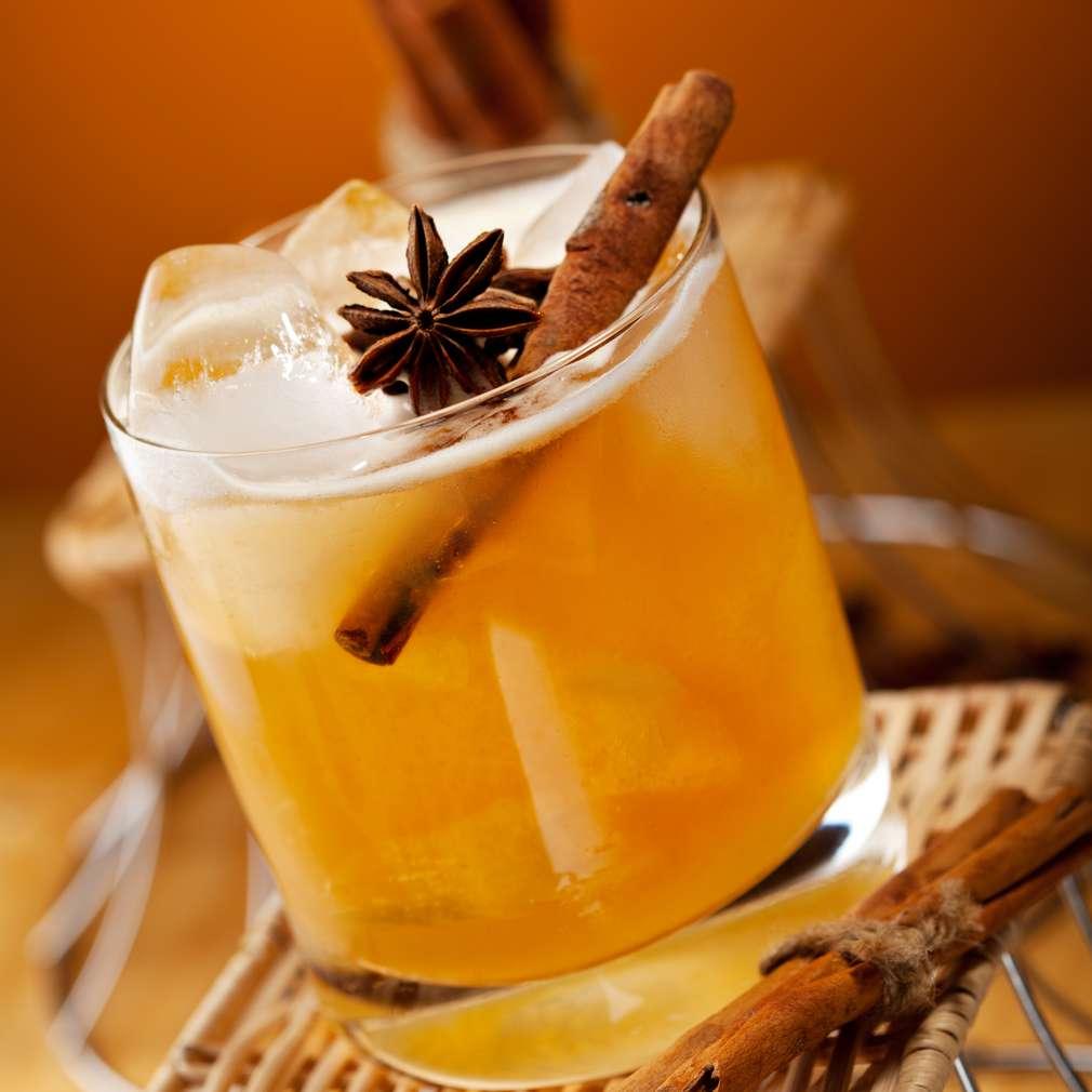 Imaginea rețetei Cocktail cu rom și scorțișoară