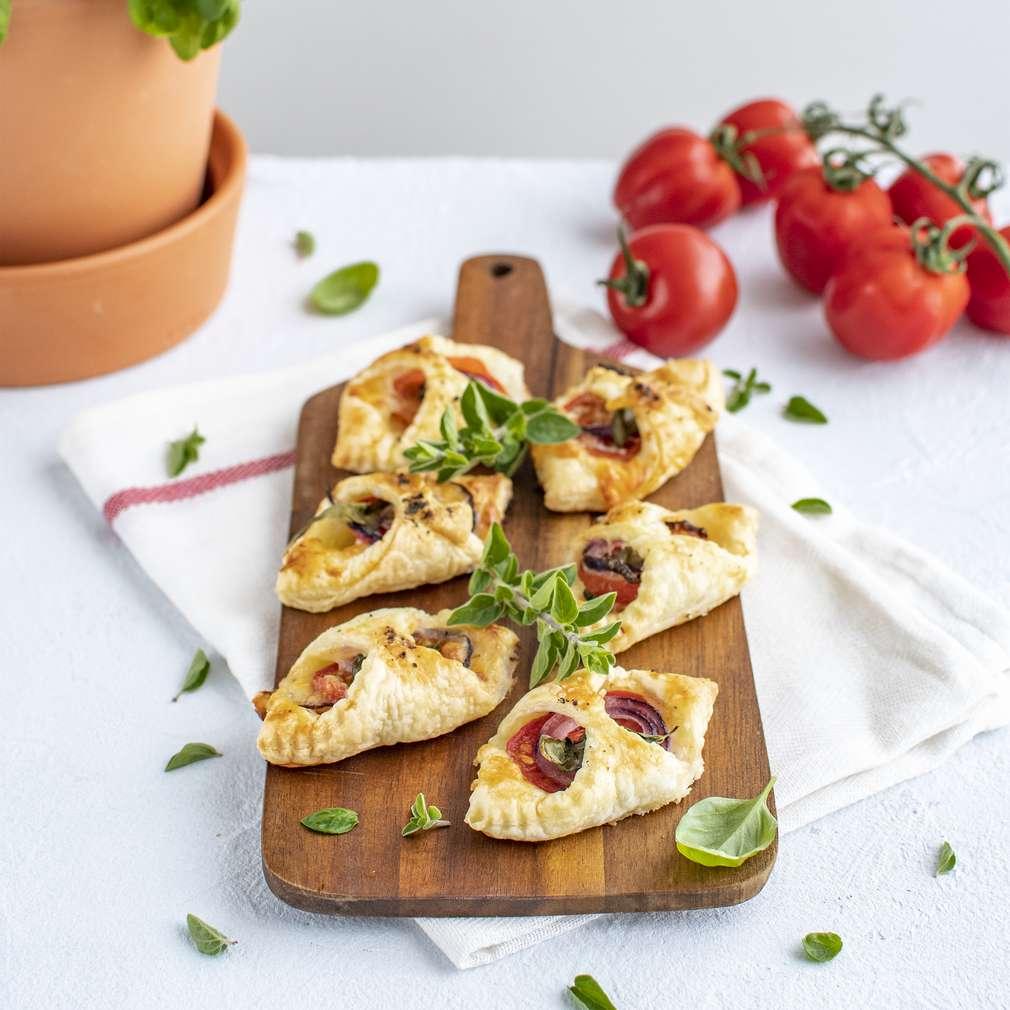 Zobrazenie receptu Lístkové taštičky s paradajkami, mozzarellou a prosciuttom