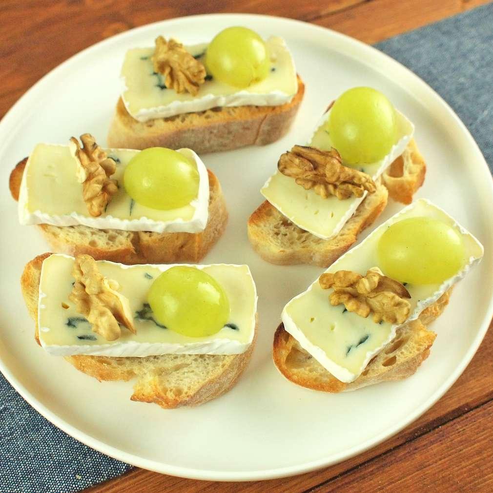 Zobrazit Crostini s plísňovým sýrem receptů