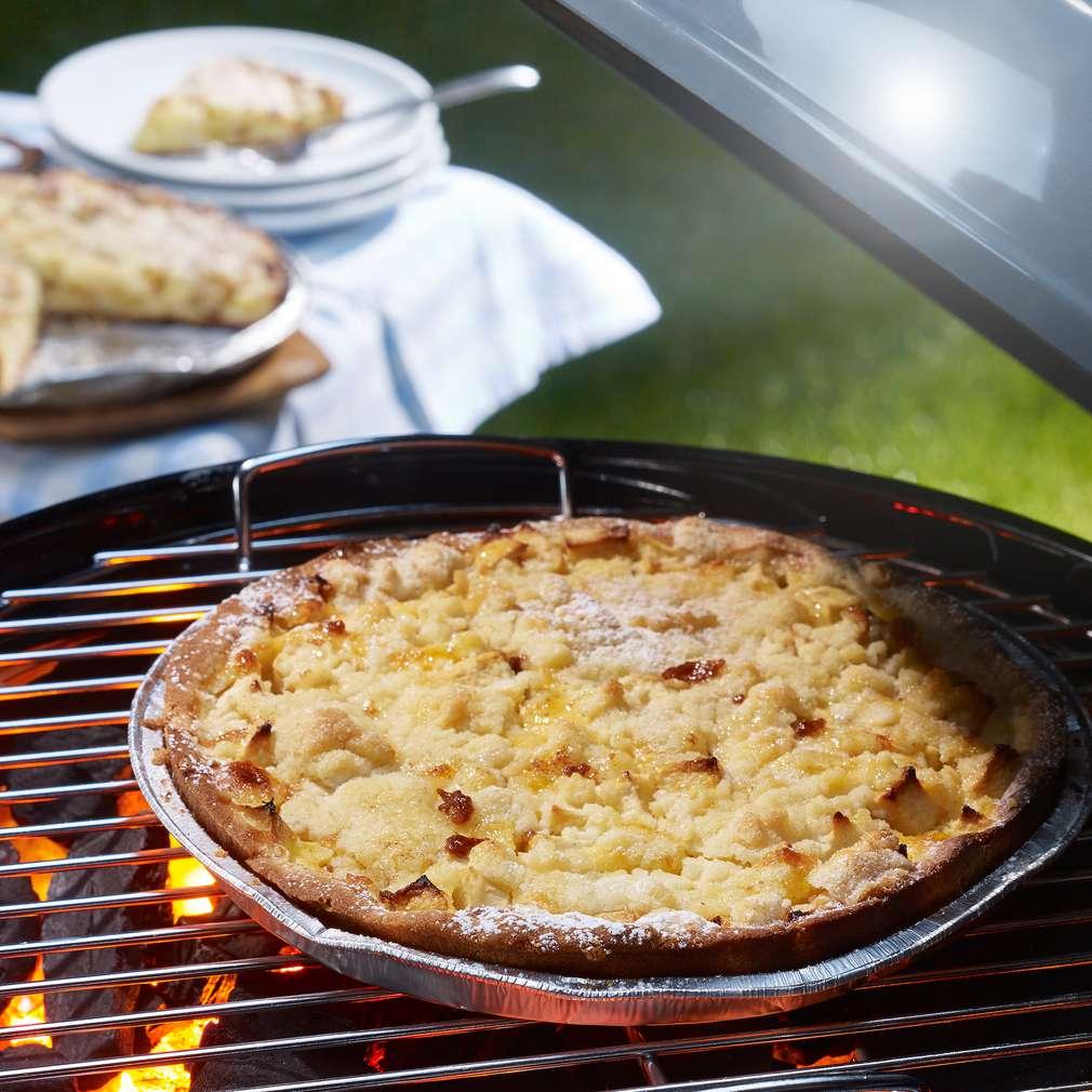 Zdjęcie przepisu Owocowe ciasto z kruszonką z grilla