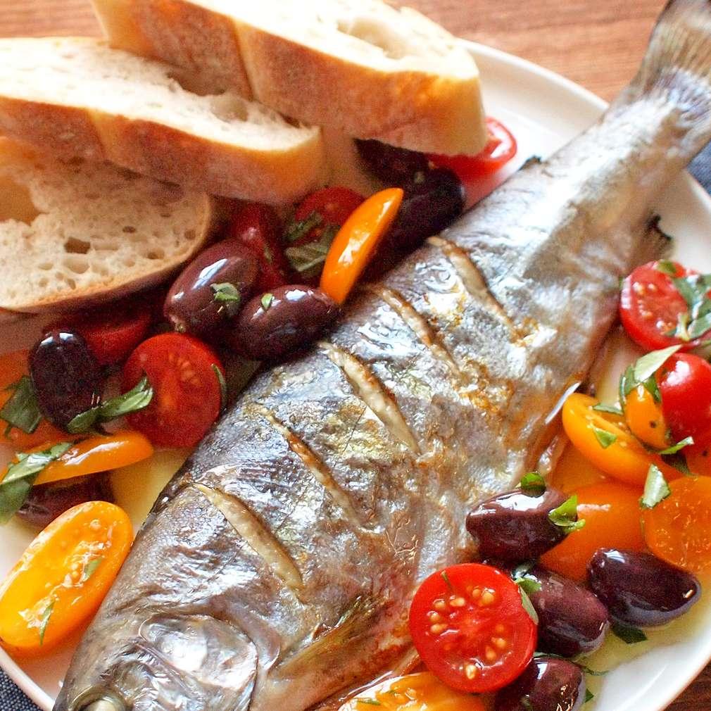 Zobrazit Pečený pstruh s olivami a rajčaty receptů