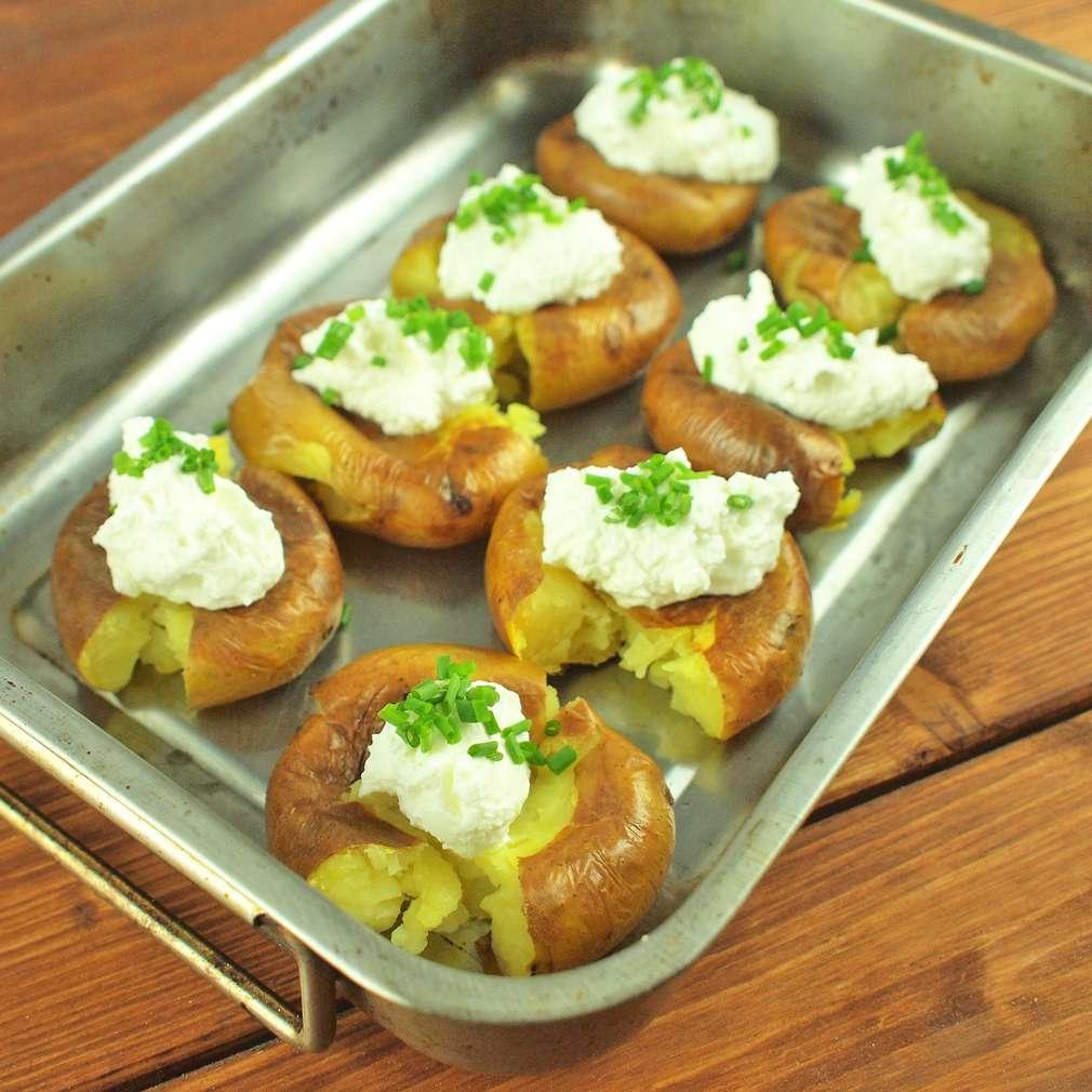 Zobrazit Pečené brambory s tvarohem receptů