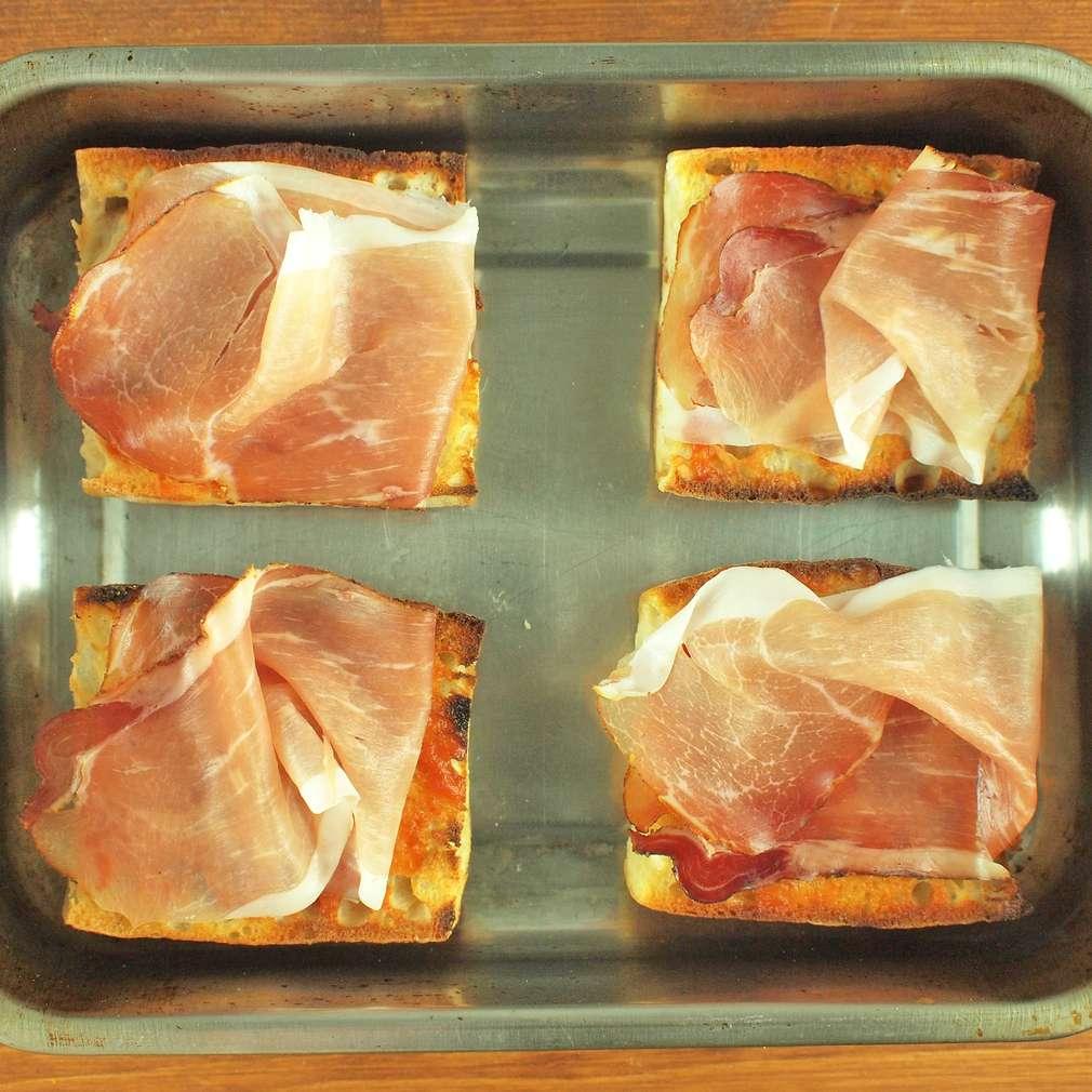 Zobrazit Křupavá bageta se sušenou šunkou receptů