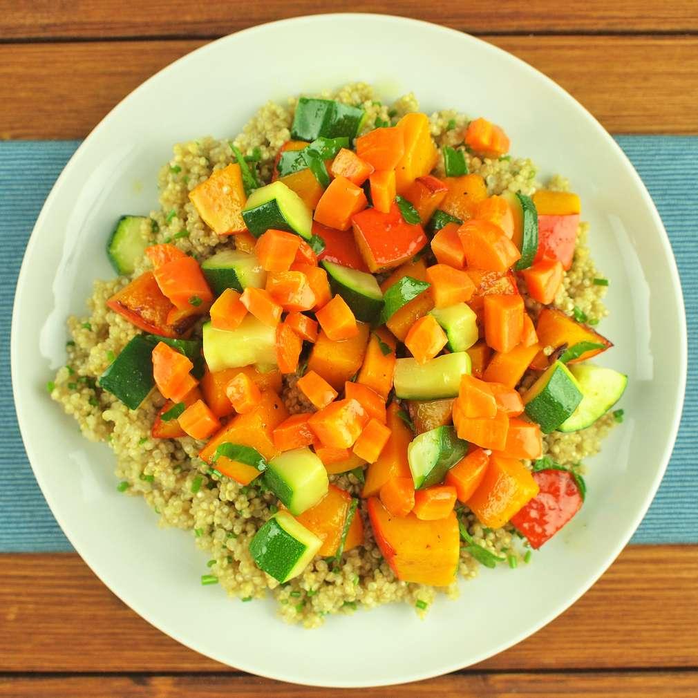 Zobrazit Quinoa salát s pečenou zeleninou receptů