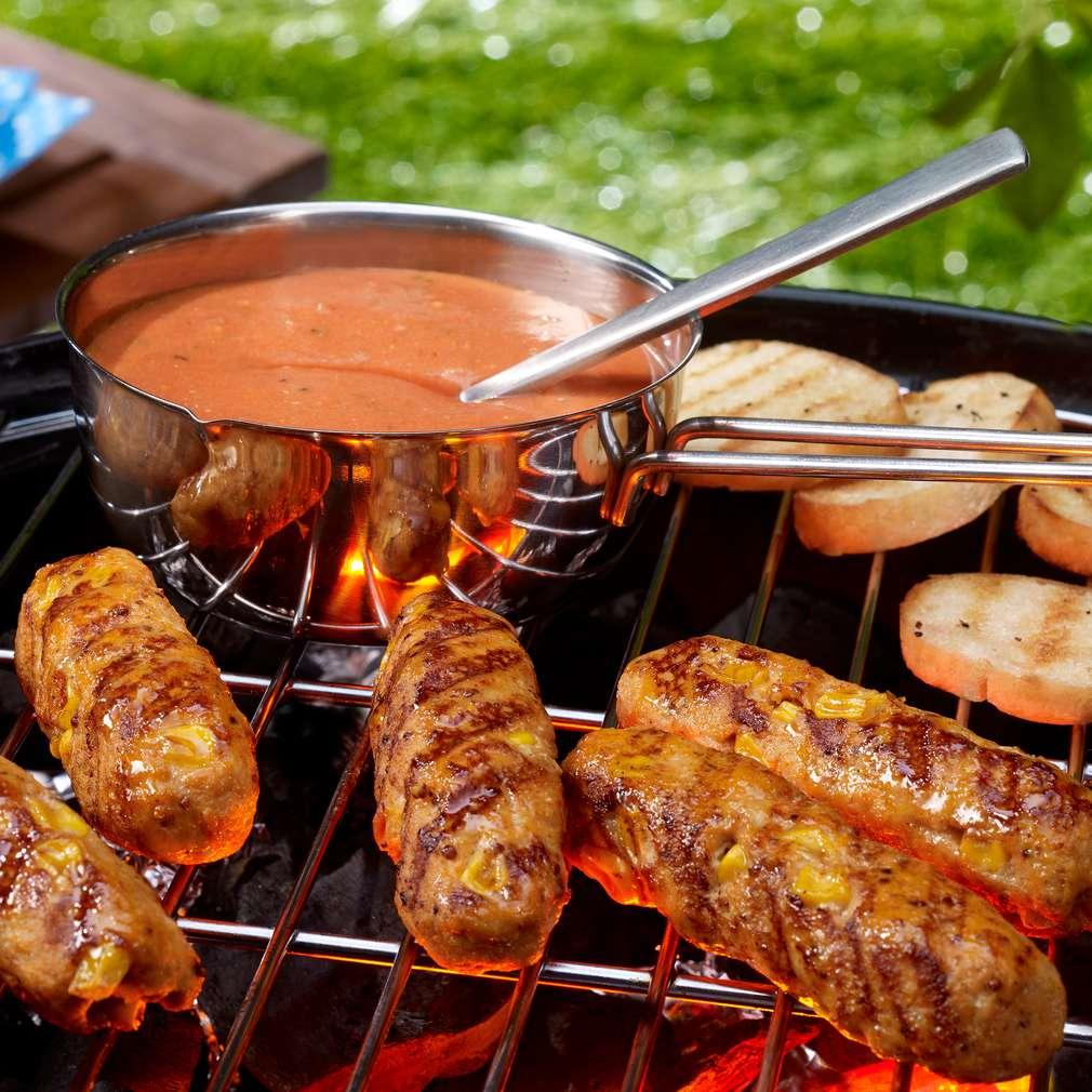 Zdjęcie przepisu Grillowane roladki z mięsa mielonego z sosem pomidorowym