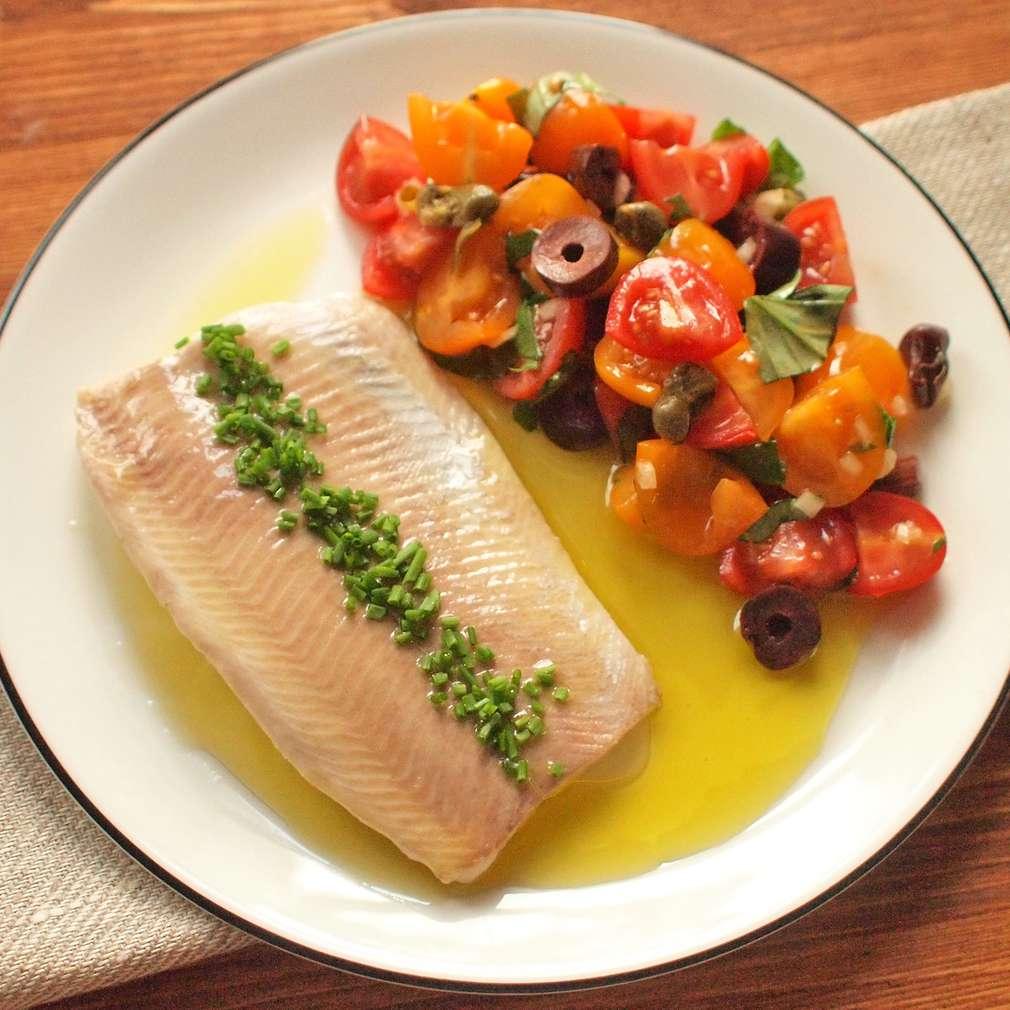 Zobrazit Pošírovaný pstruh s rajským salátem receptů