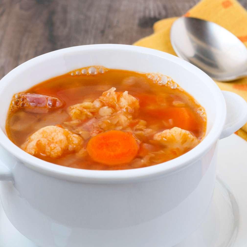 Imaginea rețetei Supă de conopidă cu bacon și roșii