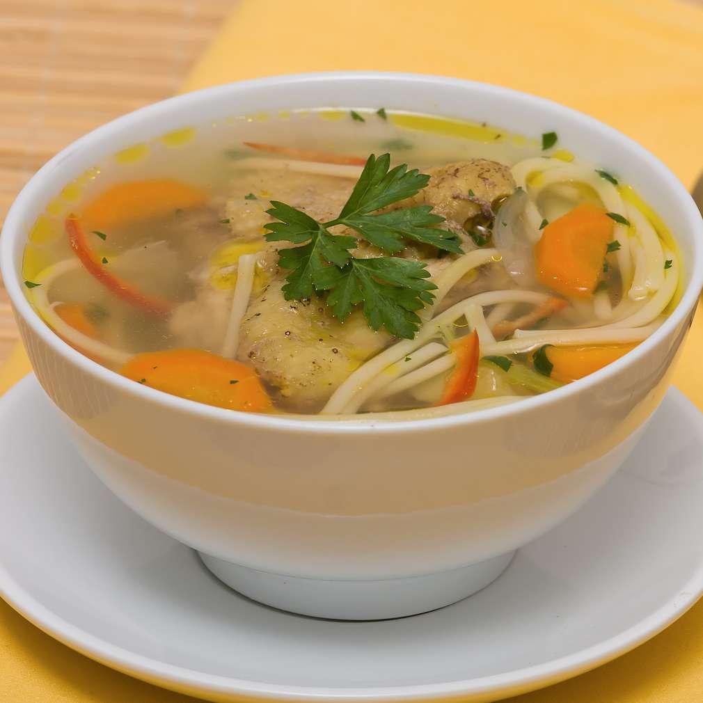 Imaginea rețetei Supă de pui cu tăiţei şi legume