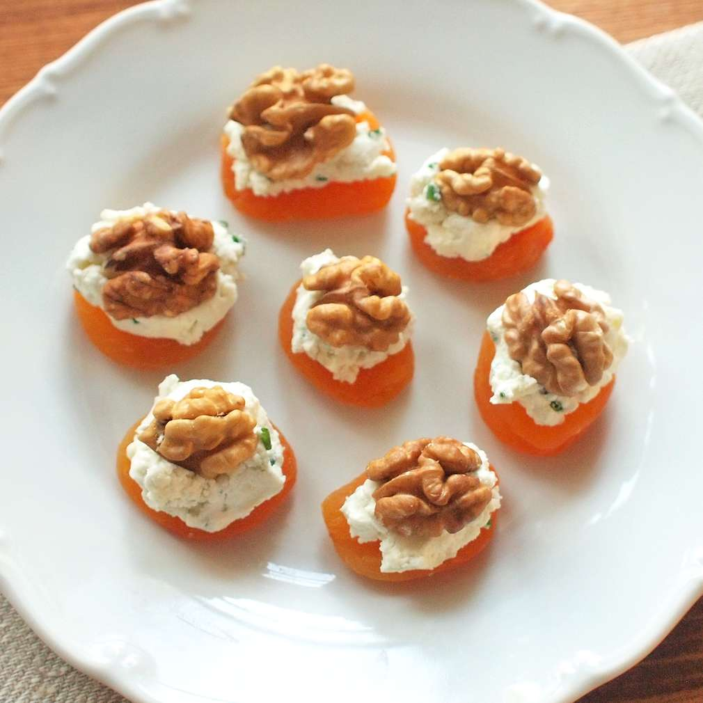 Zobrazit Meruňkové chuťovky s plísňovým sýrem receptů
