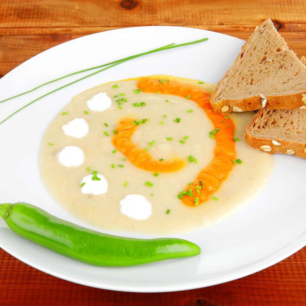 Supă cu usturoi și ton