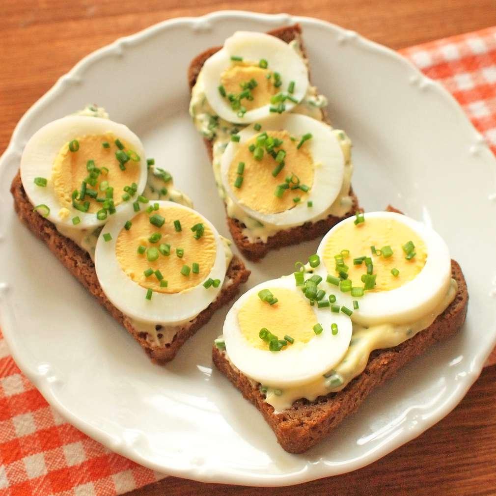 Zobrazit Vajíčkový toast s bylinkovou majonézou receptů