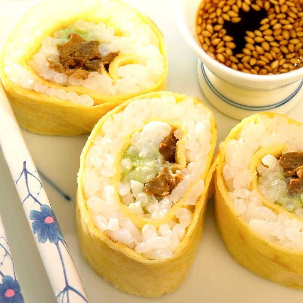 Abbildung des Rezepts Eier-Sushi mit Pfifferlingen