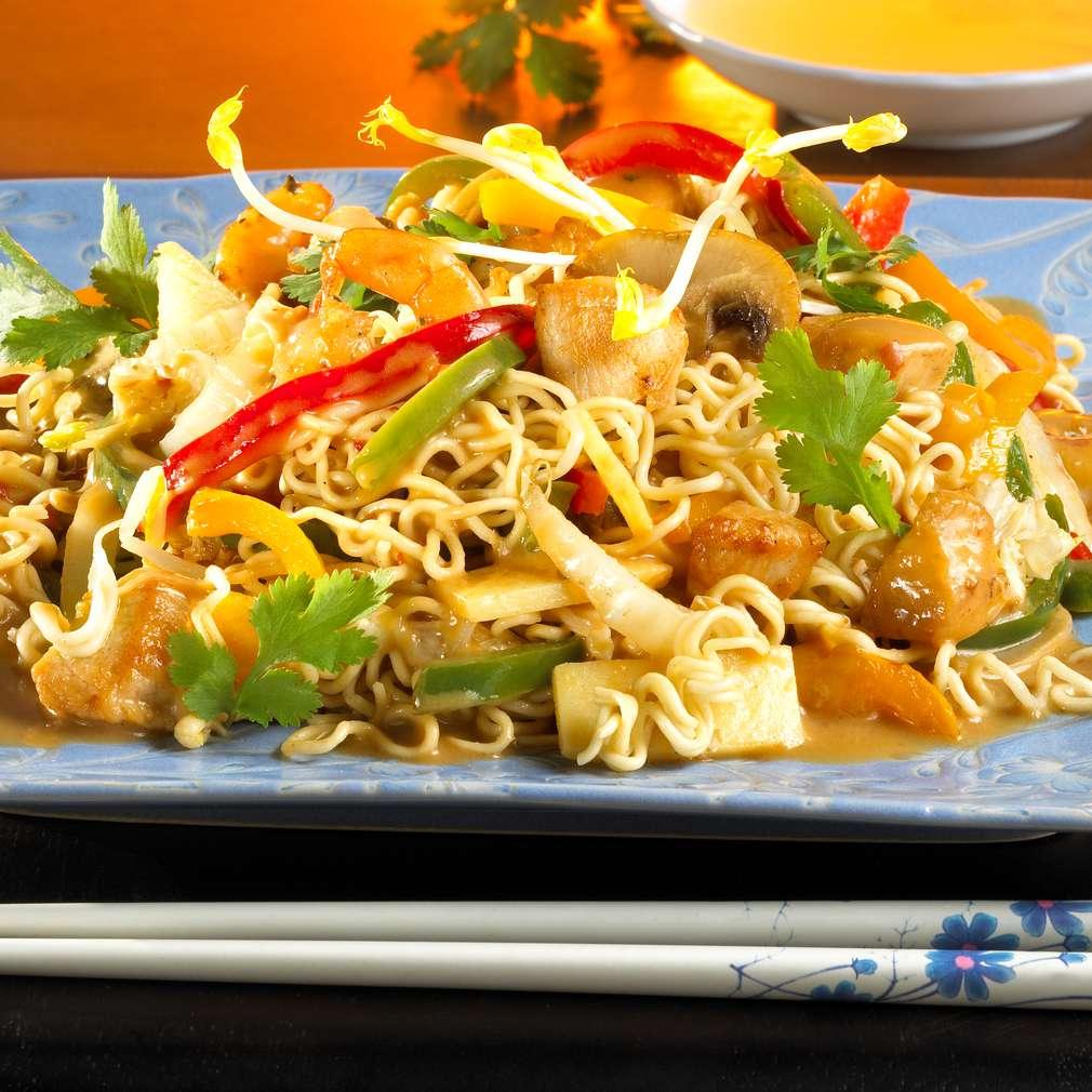 Zobrazit Čínské nudle s kuřecím masem a krevetami receptů