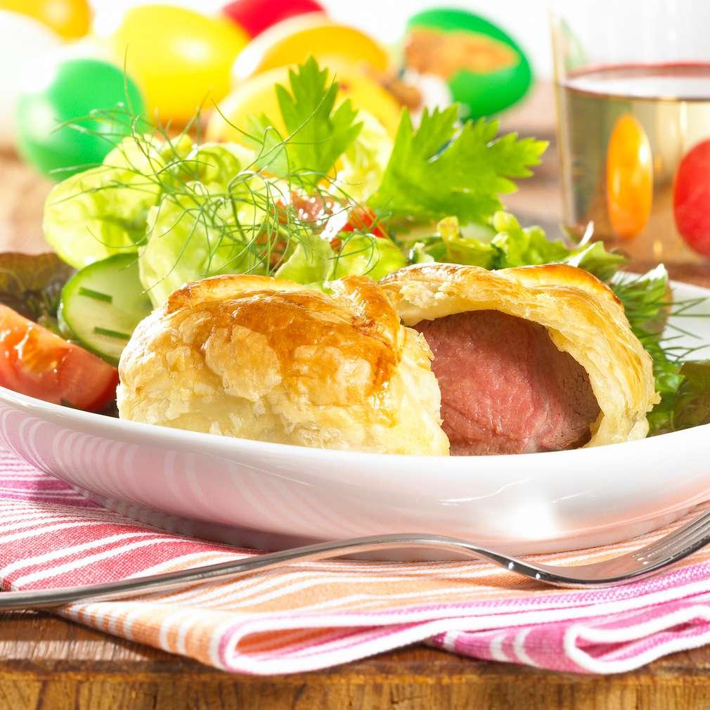 Abbildung des Rezepts Kräuter-Lammpäckchen mit Frühlingssalat