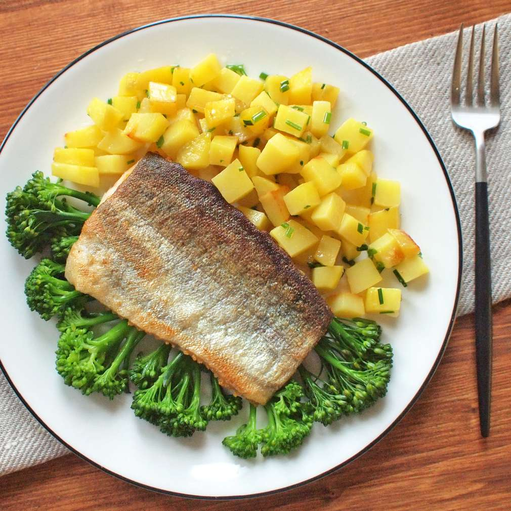 Zobrazit Filet ze pstruha s brokolicí a pečenými bramborami receptů