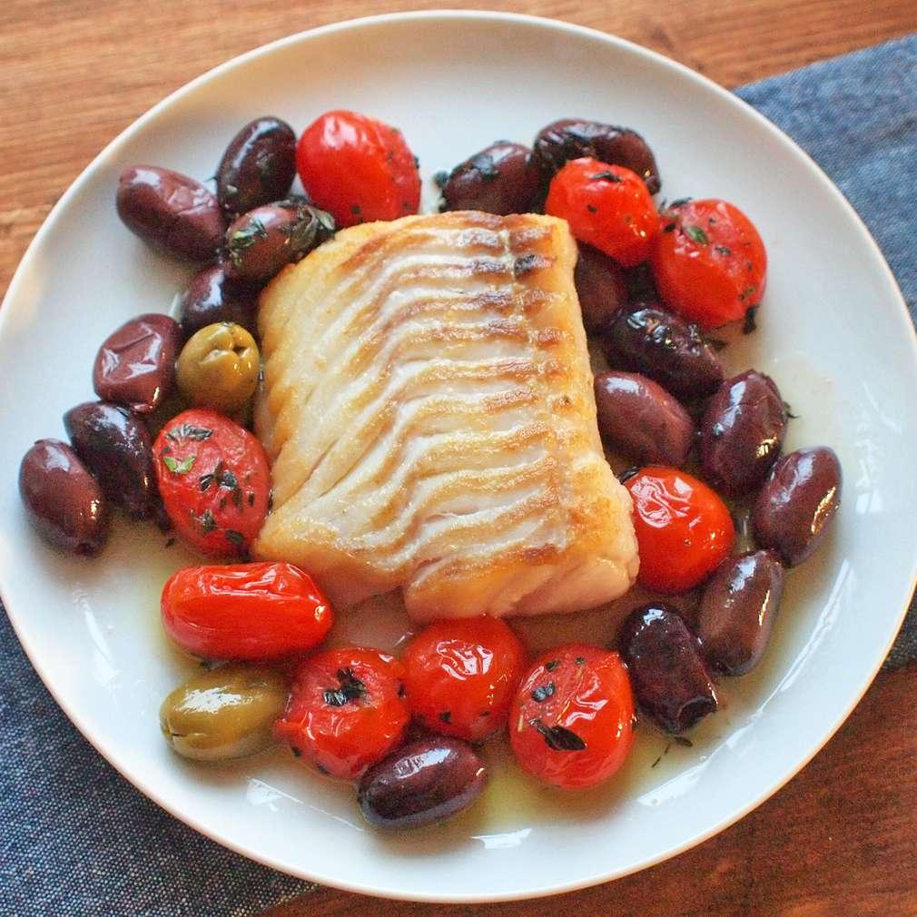 Zobrazit Filet z tresky s pečenými rajčaty receptů