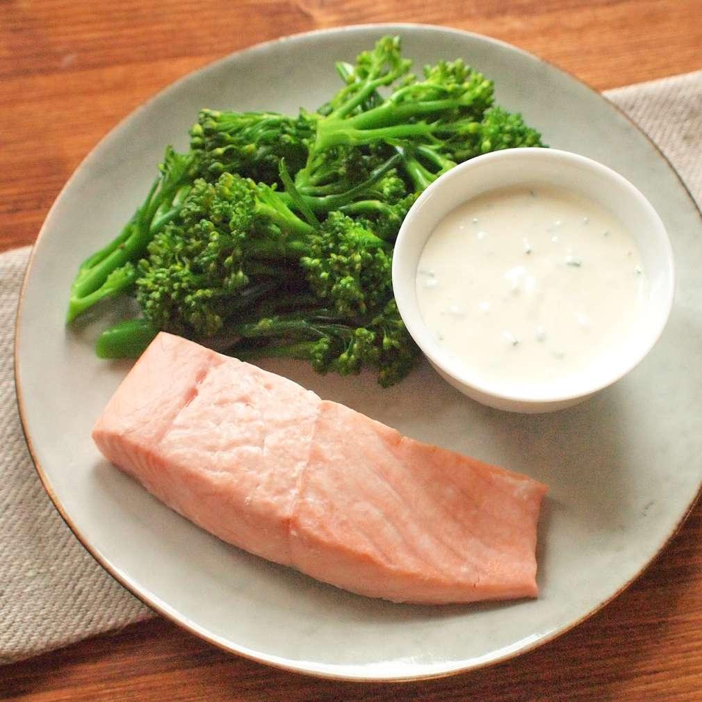 Zobrazit Losos na páře s brokolicí a bylinkovou majonézou receptů