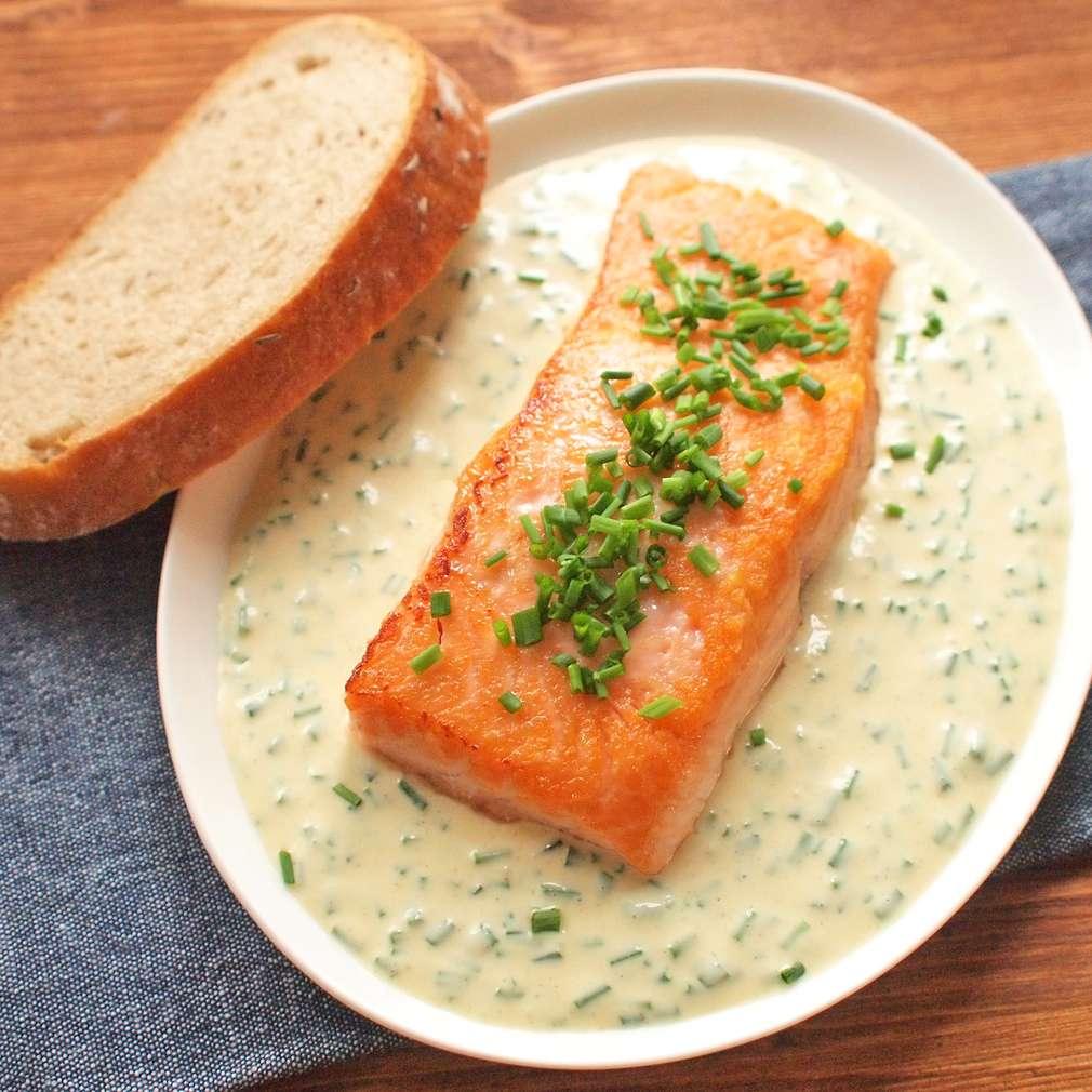 Zobrazit Filet z lososa se smetanovou omáčkou receptů