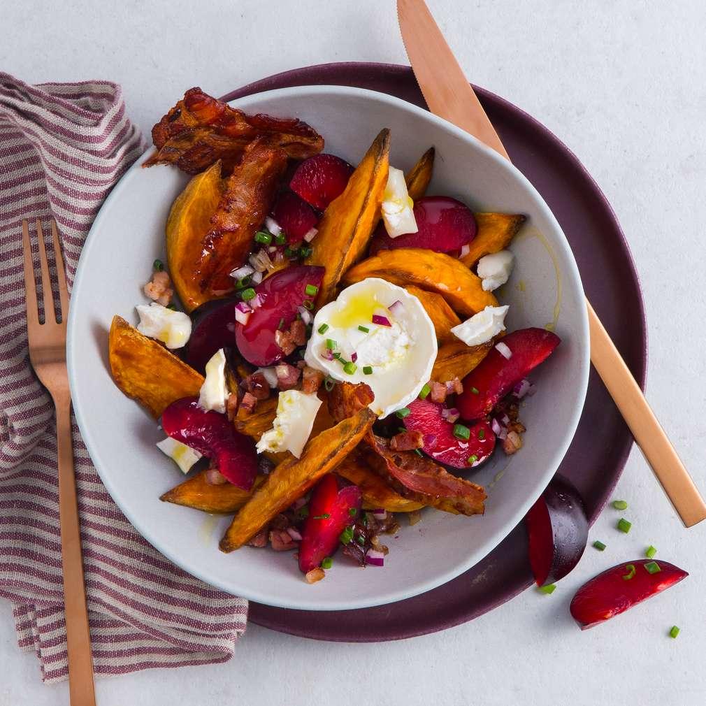 Abbildung des Rezepts Süßkartoffelsalat mit Pflaumen und Speck-Dressing