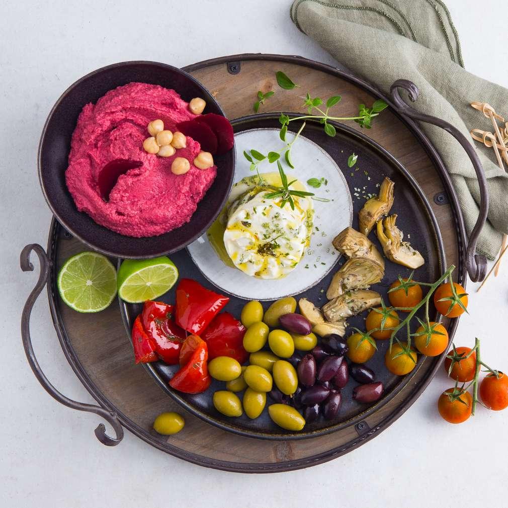 Abbildung des Rezepts Antipasti mit Rote-Bete-Hummus