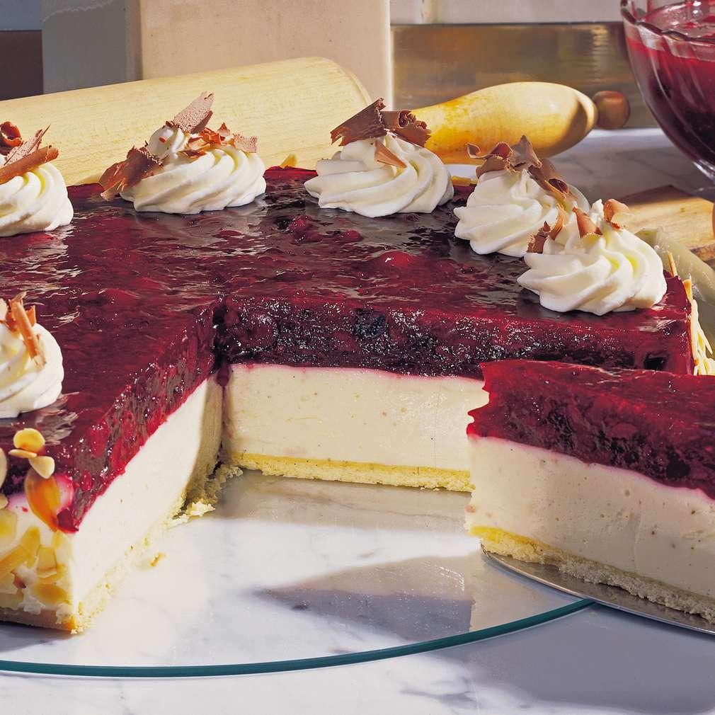 Abbildung des Rezepts Käse-Sahne-Torte mit roter Grütze