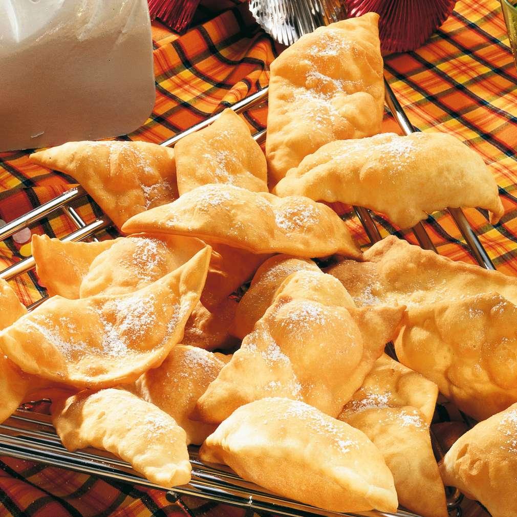 Zobrazit Sladké střepy z fritovaného těsta receptů