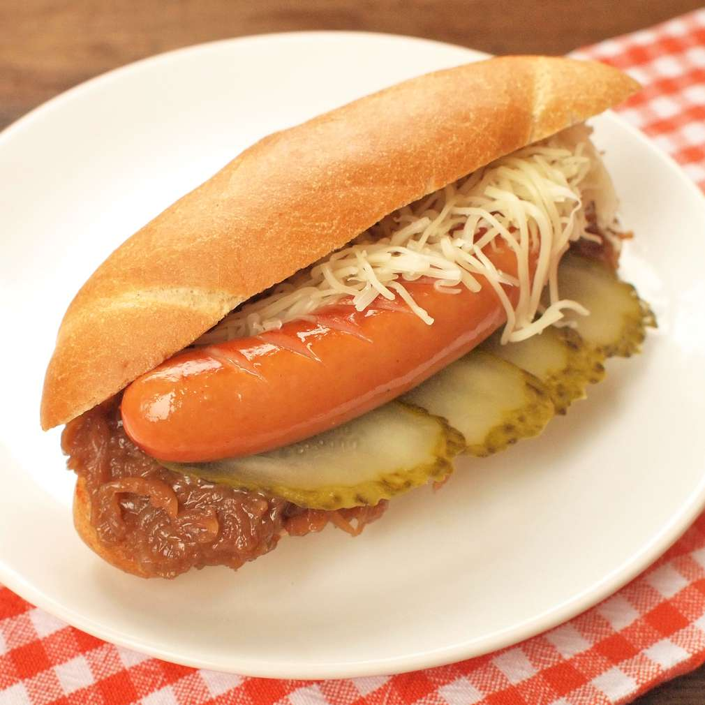 Zobrazit Frankfurtský sendvič s karamelizovanou cibulí receptů