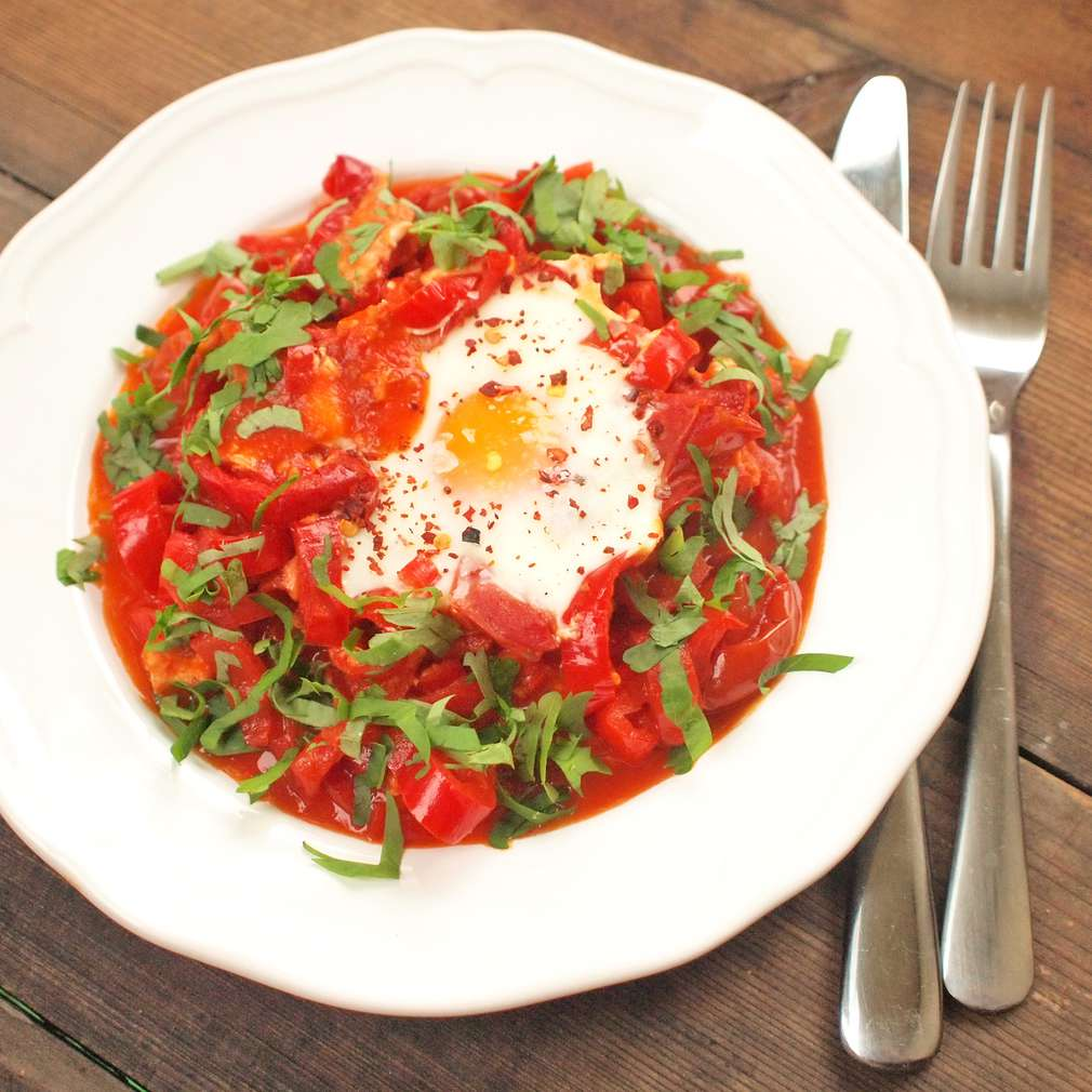 Zobrazit Paprikové ragú se zapečenými vejci receptů