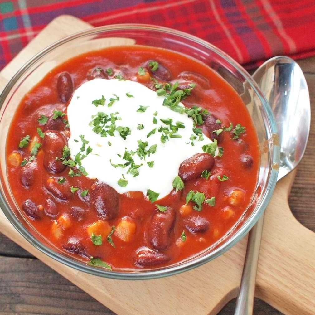 Zobrazit Mexická fazolová polévka s chilli receptů